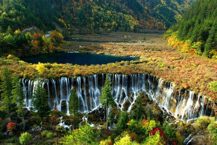 Великолепный водопад Нуорилан