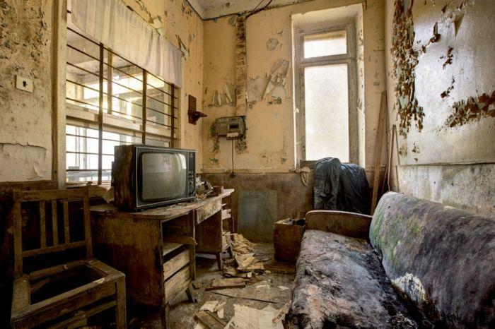 Заброшенные предметы архитектуры Советской эпохи