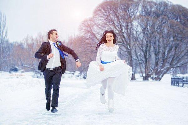 Жизнерадостные фотографии зимних свадеб