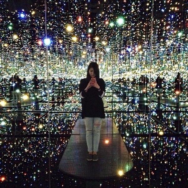 Бесконечная зеркальная комната