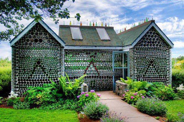 Необычные дома, построенные из ненужных вещей