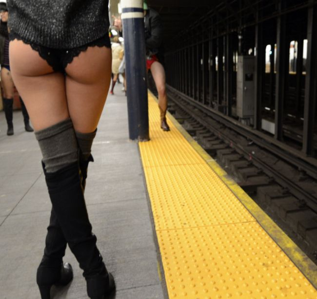 Пассажиры без штанов или акция The No Pants Subway Ride