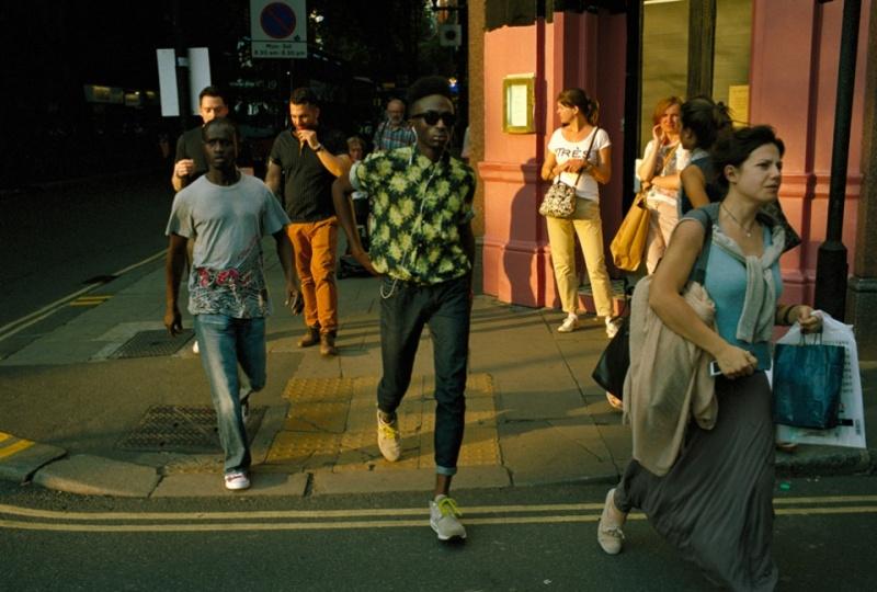 Случайные прохожие на улицах Лондона