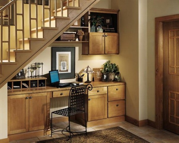 10 идей для места под лестницей