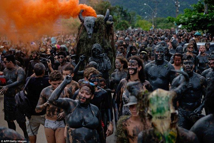 Как проходит грязевая вечеринка в Бразилии