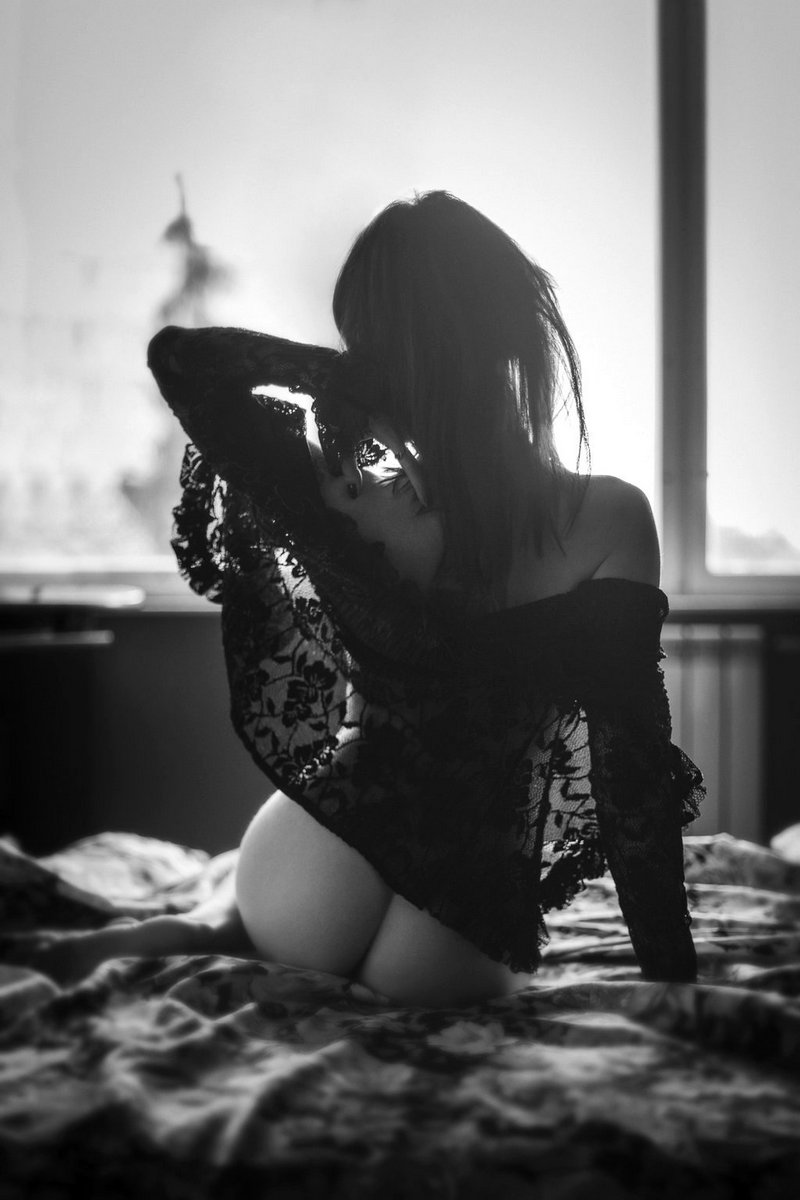 Черно-белые эротика фото мужского ануса для