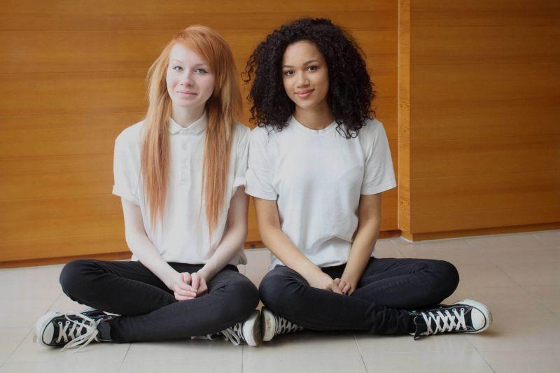 Мария и Люси — близняшки с разным цветом кожи