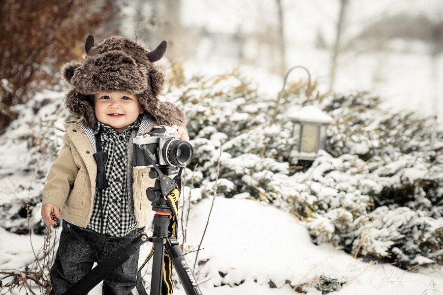 Очаровательное поколение юных фотографов за работой