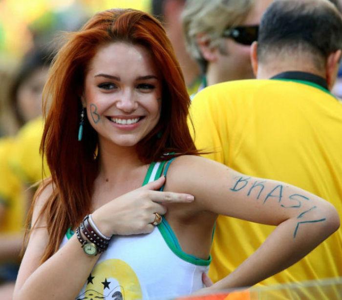 Симпатичные бразильские болельщицы