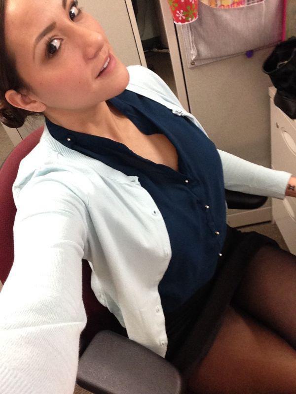 Силой любительское фото девушек на работе русскую