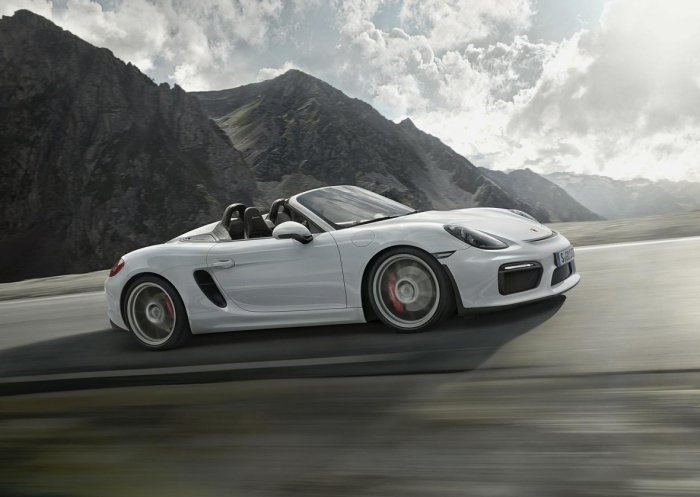 Обновлённая версия родстера Porsche Boxster Spyder
