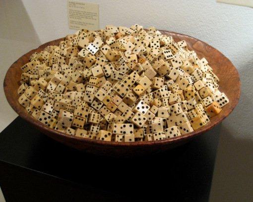 Поразительные произведения искусства из игральных костей