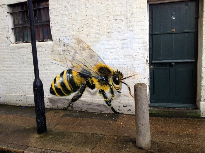 Спасите пчёл: серия рисунков уличного художника