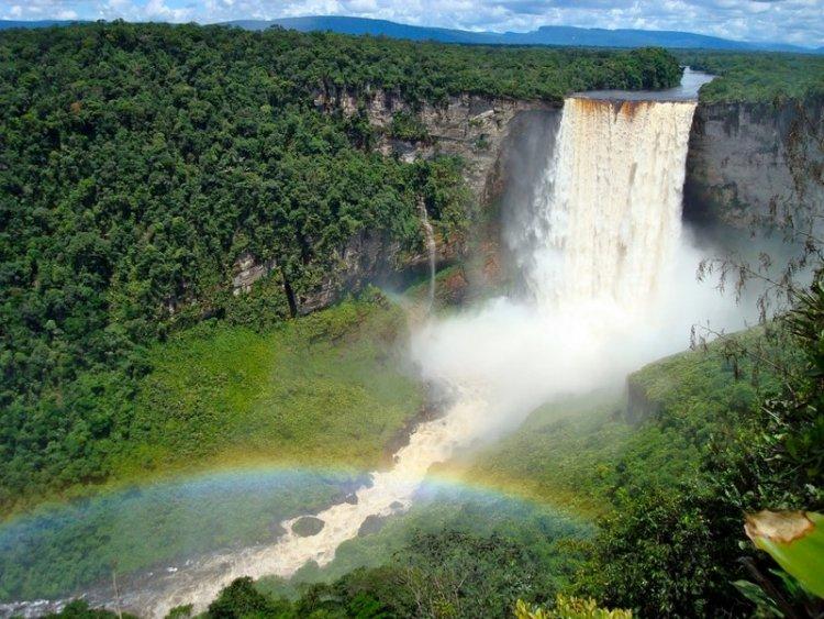 Водопад Кайетур — один из самых мощных в мире