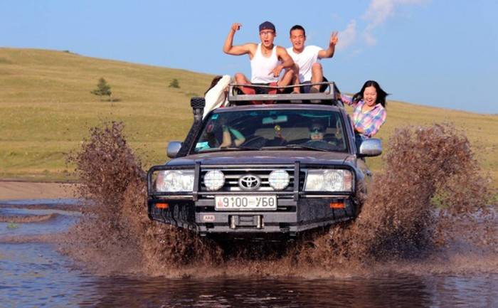 Фотографии монгольских пользователей соцсетей