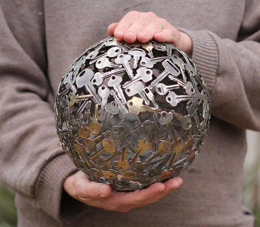 Необычные предметы из старых ключей и монет
