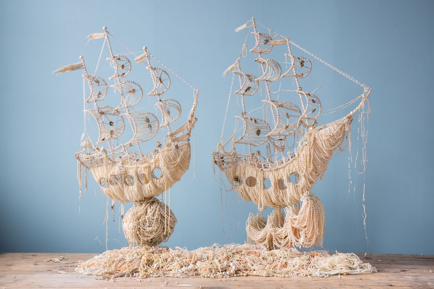 Два корабля в море из жемчужин от Энн Керрингтон