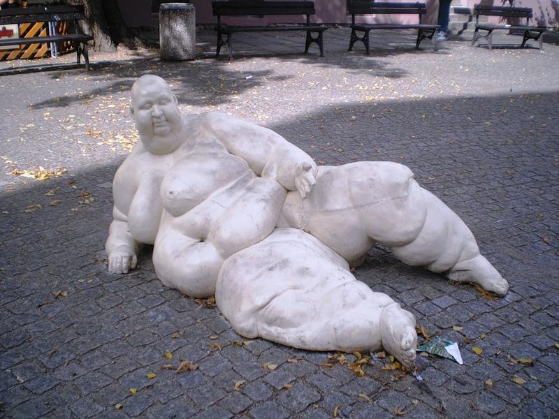 Подборка странных скульптур и памятников