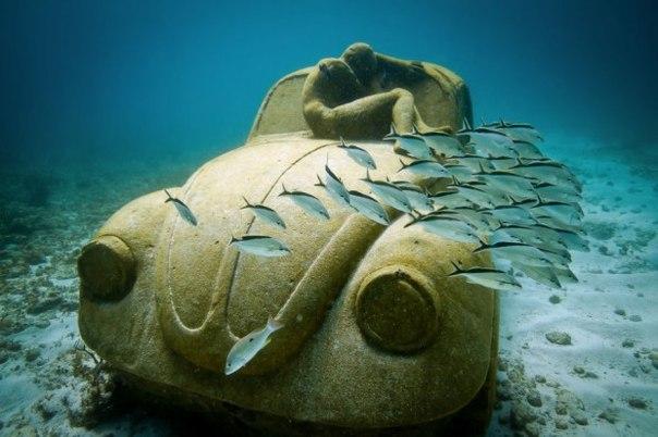 Скульптуры на дне океана