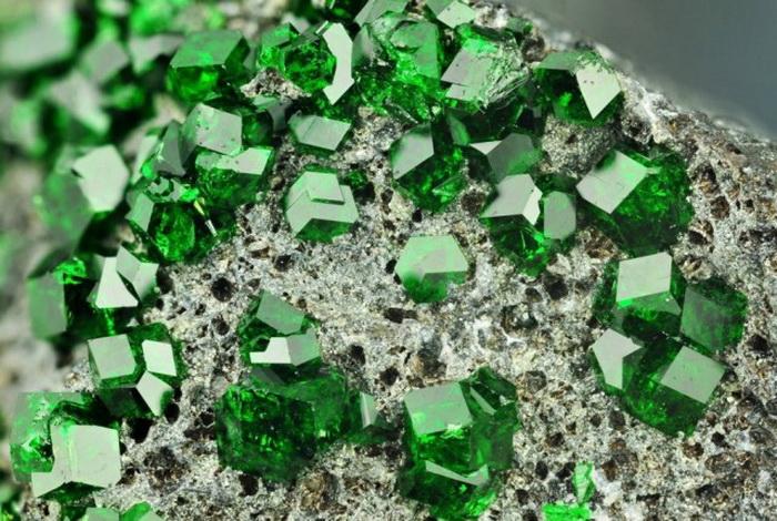 Удивительные редкие минералы