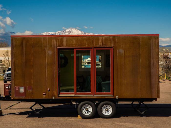 Mica – крошечный мобильный домик на колёсах