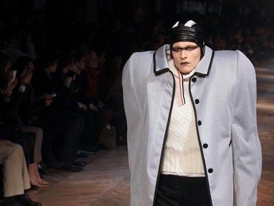 Необычные подиумные наряды из мира современной моды