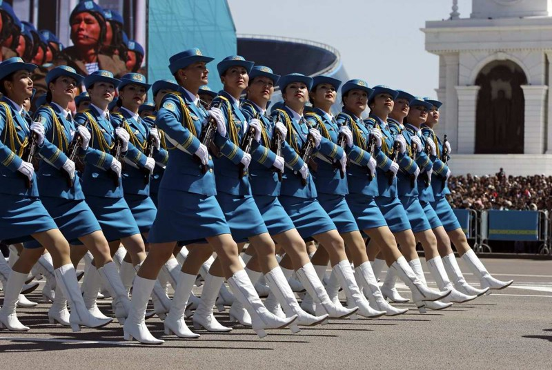 Девушки армии Казахстана