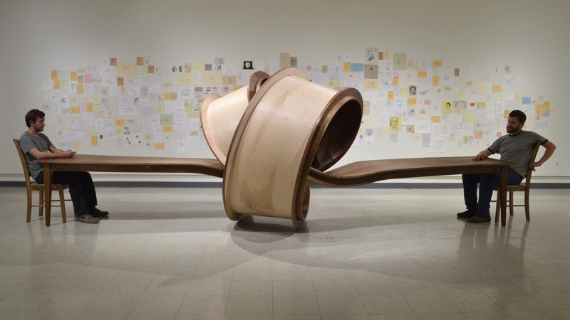 Необычные столы, как сюрреалистичные скульптуры