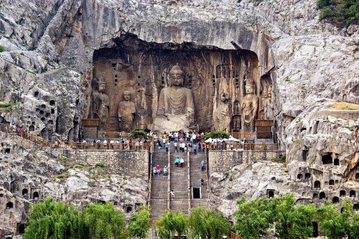 Лунмэнь – каменные пещеры у Драконовых ворот в Китае