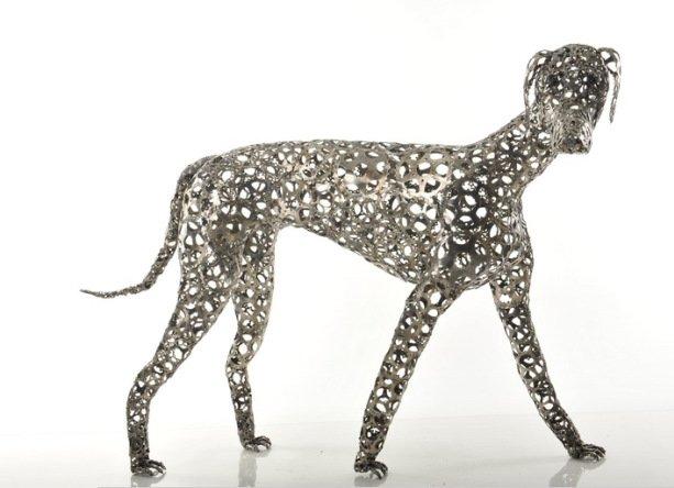Необычные скульптуры собак из разных предметов