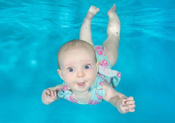 Маленькие дети под водой в объективе Люси Рей