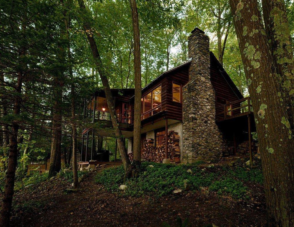 Домик в лесу у озера