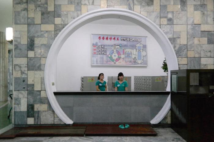 Интерьеры общественных зданий Северной Кореи