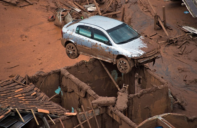 Токсичная грязь в Бразилии