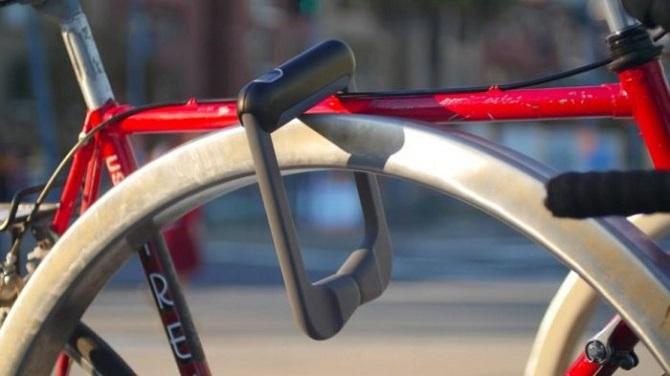 Велосипедный замок, который открывают отпечатки пальцев владельца