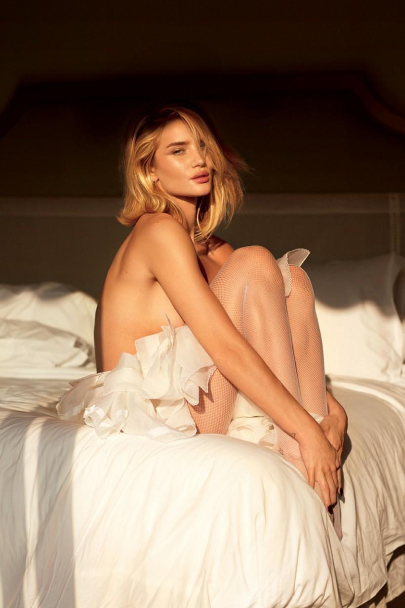 Знаменитые модели в будуарной фотосессии Simply The Best