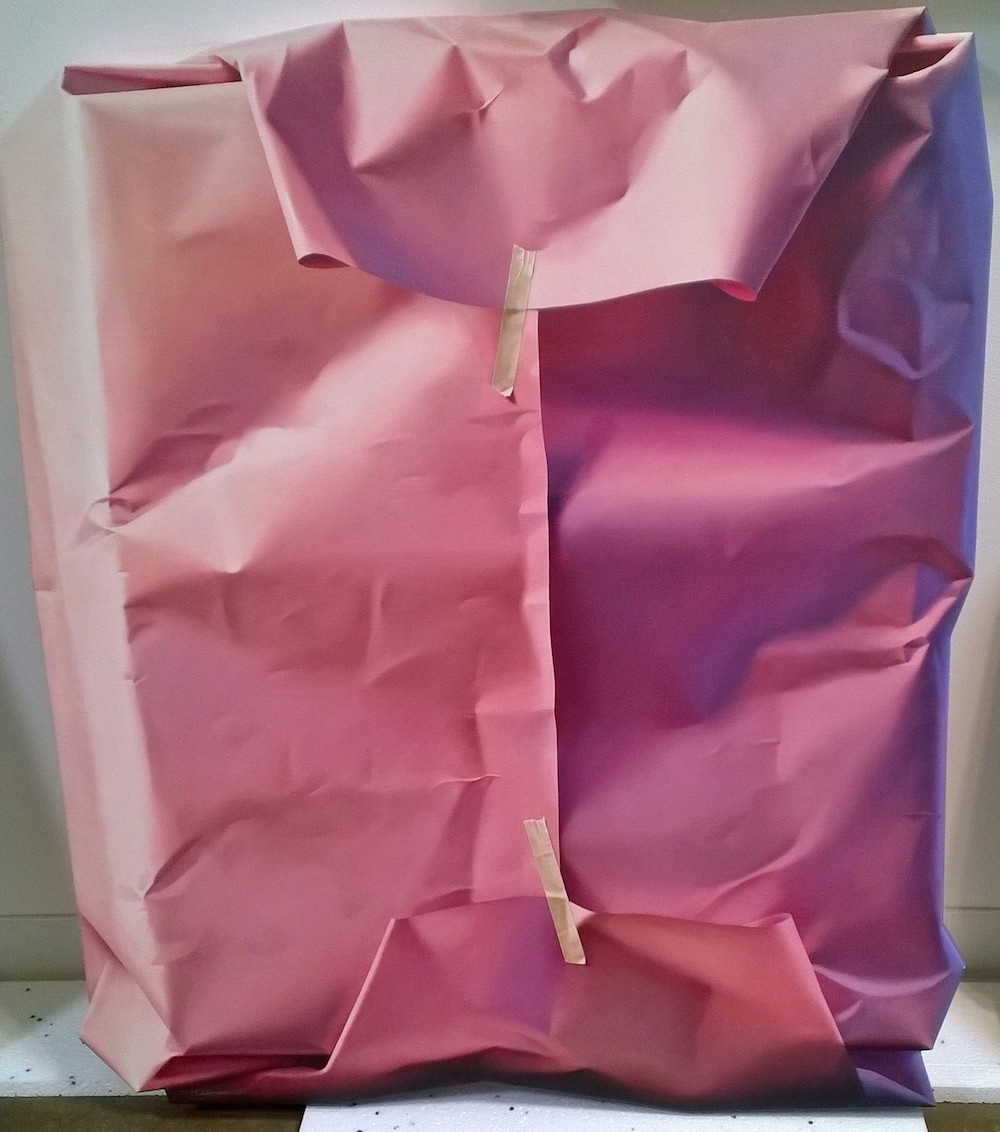 Небрежно упакованные подарки — реалистичные картины маслом