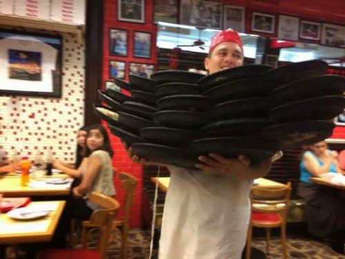 Официанты, которым лучше не ставить подножку