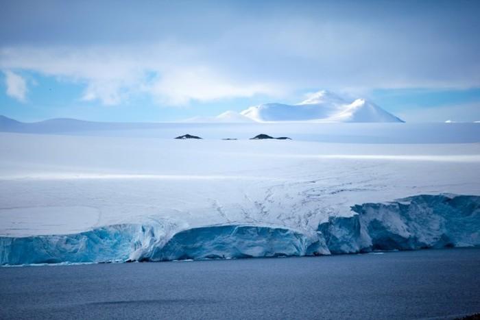 Разные цвета на самом холодном континенте в объективе Гастона Лакомба