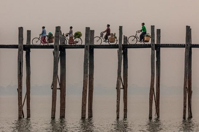 Знаменитый мост U Bein в Бирме