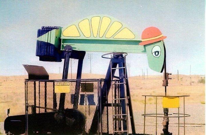 Металлический зоопарк на бурильных установках от Джины Дакессян