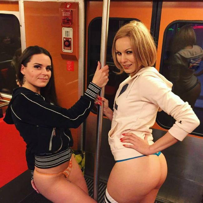 В метро без штанов-2016 (No Pants Subway Ride)
