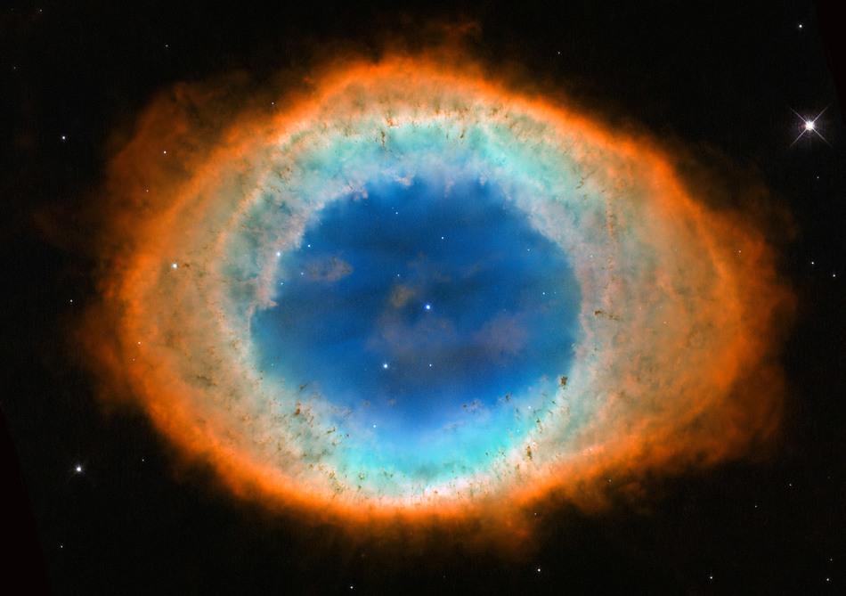 Впечатляющие снимки с космического телескопа Хаббл за 2015 год