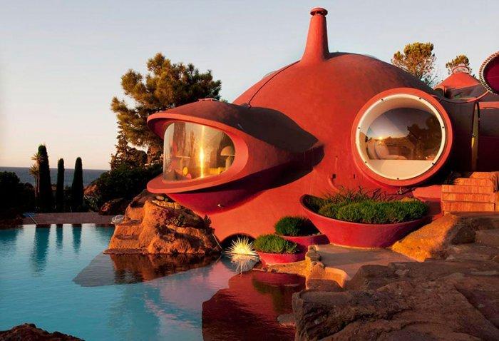 Дворец пузырей — дом в честь памяти венгерскому архитектору Аннти Ловагу