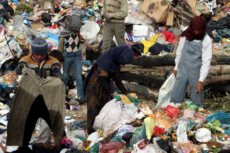 Сборщики мусора на свалке в Ираке