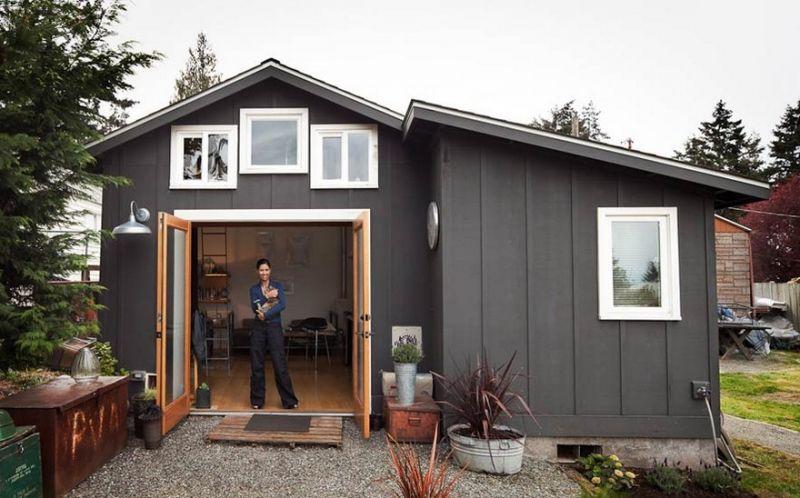 Девушка превратила старый гараж в уютный домик