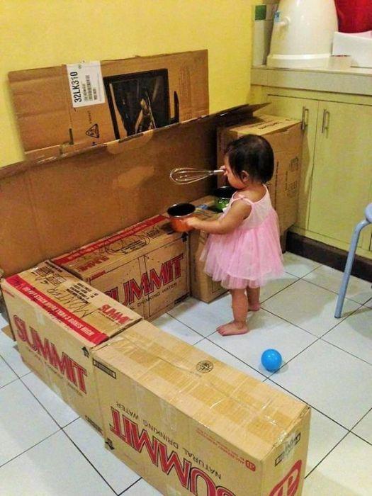 Картонная кухня для филиппинской девочки