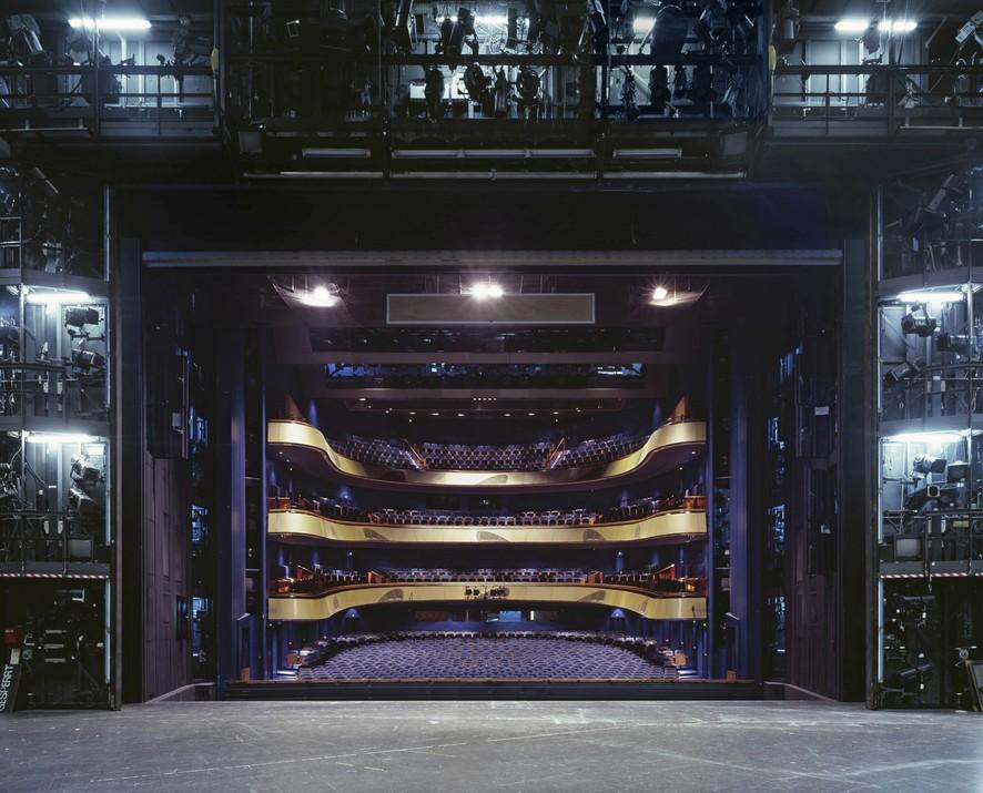 Театральные залы сцены из-за кулис от фотографа Клауса Фрама
