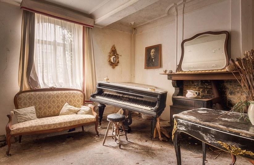 Брошенные музыкальные инструменты от Романа Роброэка