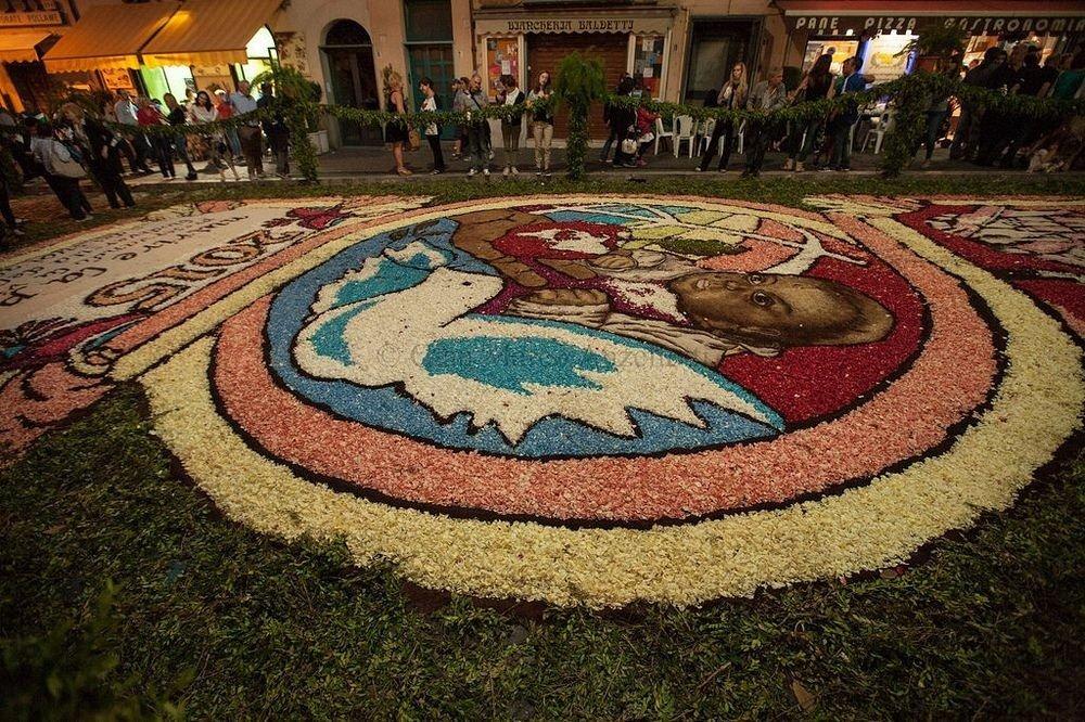 Цветочные ковры на фестивале Infiorata в Италии